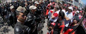 FOPEA condena agresiones a periodistas en torno a la final suspendida entre River y Boca en Argentina