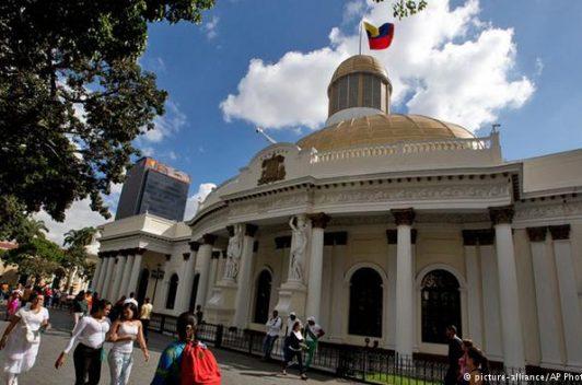 Venezuela | Negaron entrada a los medios al parlamento por presunto explosivo