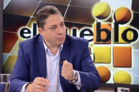Ministro boliviano cuestiona trabajo periodístico