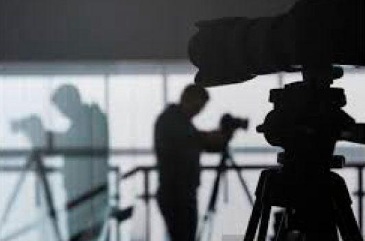 Periodista denuncia acoso de funcionario del CNE