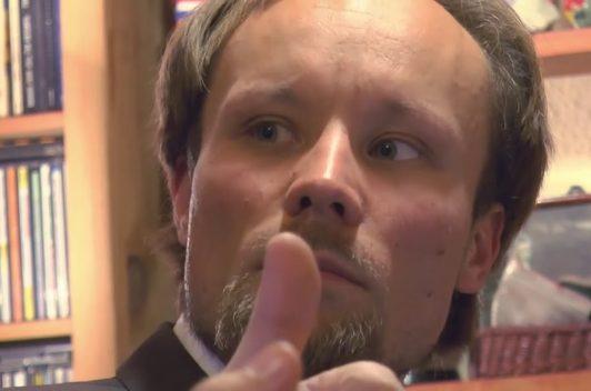 Periodista alemán Billy Six inició huelga de hambre para exigir su libertad