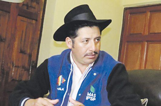 Gobernador boliviano ataca línea informativa de diario