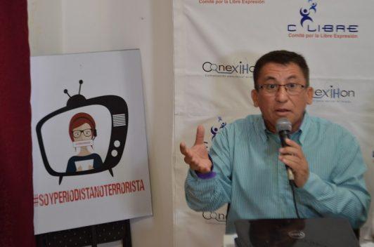 Periodista denuncia acciones legales en su contra, de parte de Honduras y Estados Unidos