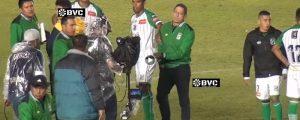 Entrenador de fútbol agrede a equipo de Tv