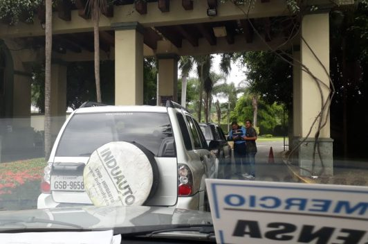 Impiden ingreso a medios a rueda de prensa sobre Petroecuador