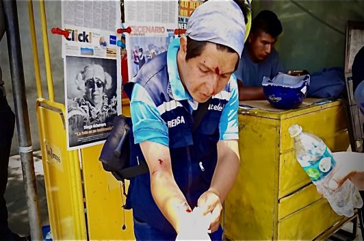 Bolivia: Cuatro periodistas agredidos y una moto quemada